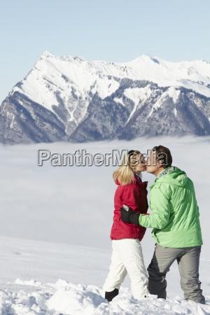 kilka podziwiania mountain view podczas gdy