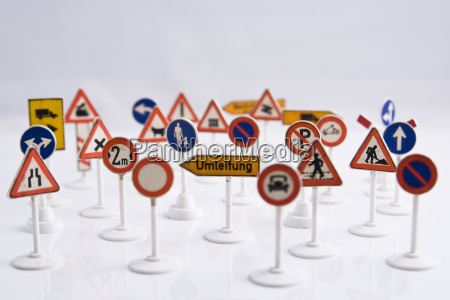 drogowskazy vorfahrt zatrzymania znaki drogowe sciezka