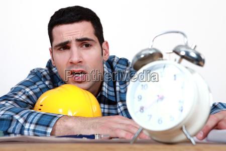 zegar pokazujacy rzemieslnikow