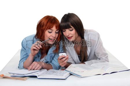 mlode kobiety przerwe od studiowania odczytac