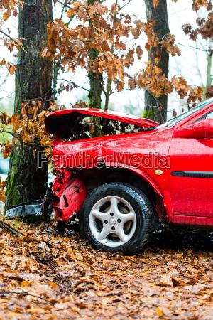 wypadek samochod zderzyl sie z