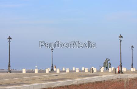 pomnik port latarnia porty kai krajobraz