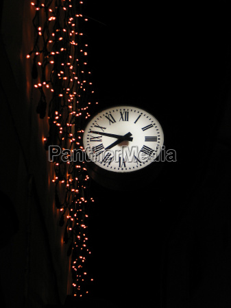 zabie oko noc nocy swieci zegarek
