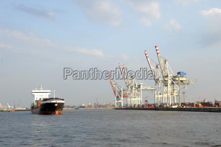 podajnik statek tonga opusci port w