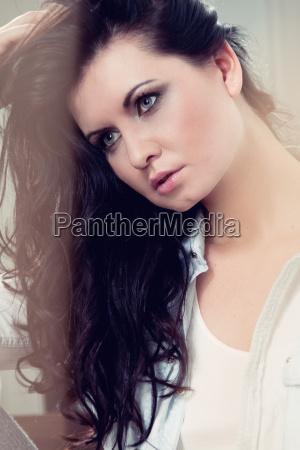 attraktve young dark haired woman portrait