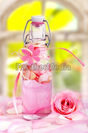 olejek rozany do aromaterapeutycznej terapii zapachowej