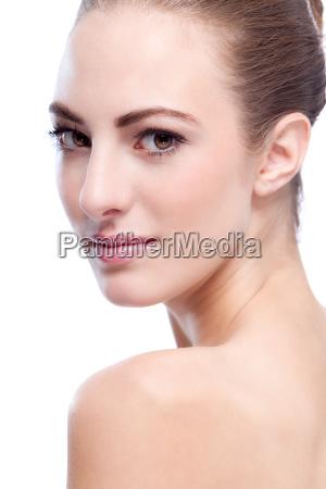 piekna mloda kobieta z czystym portretem