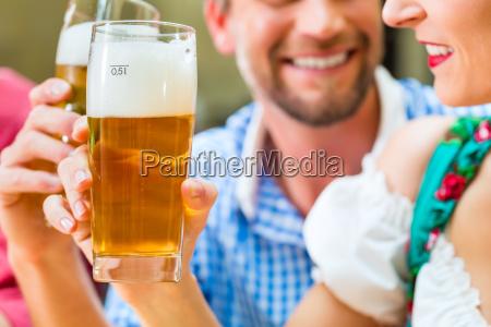 kobieta womane baba restauracja knajpa picie