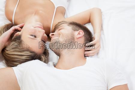 romantyczna, para, w, łóżku - 10078332