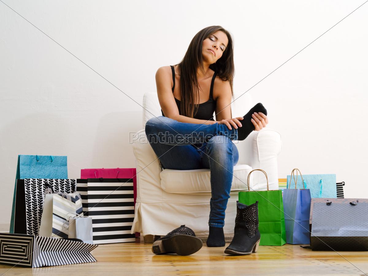 miłośników, zakupów, tarcie, jej, zmęczone, stopy - 10149619