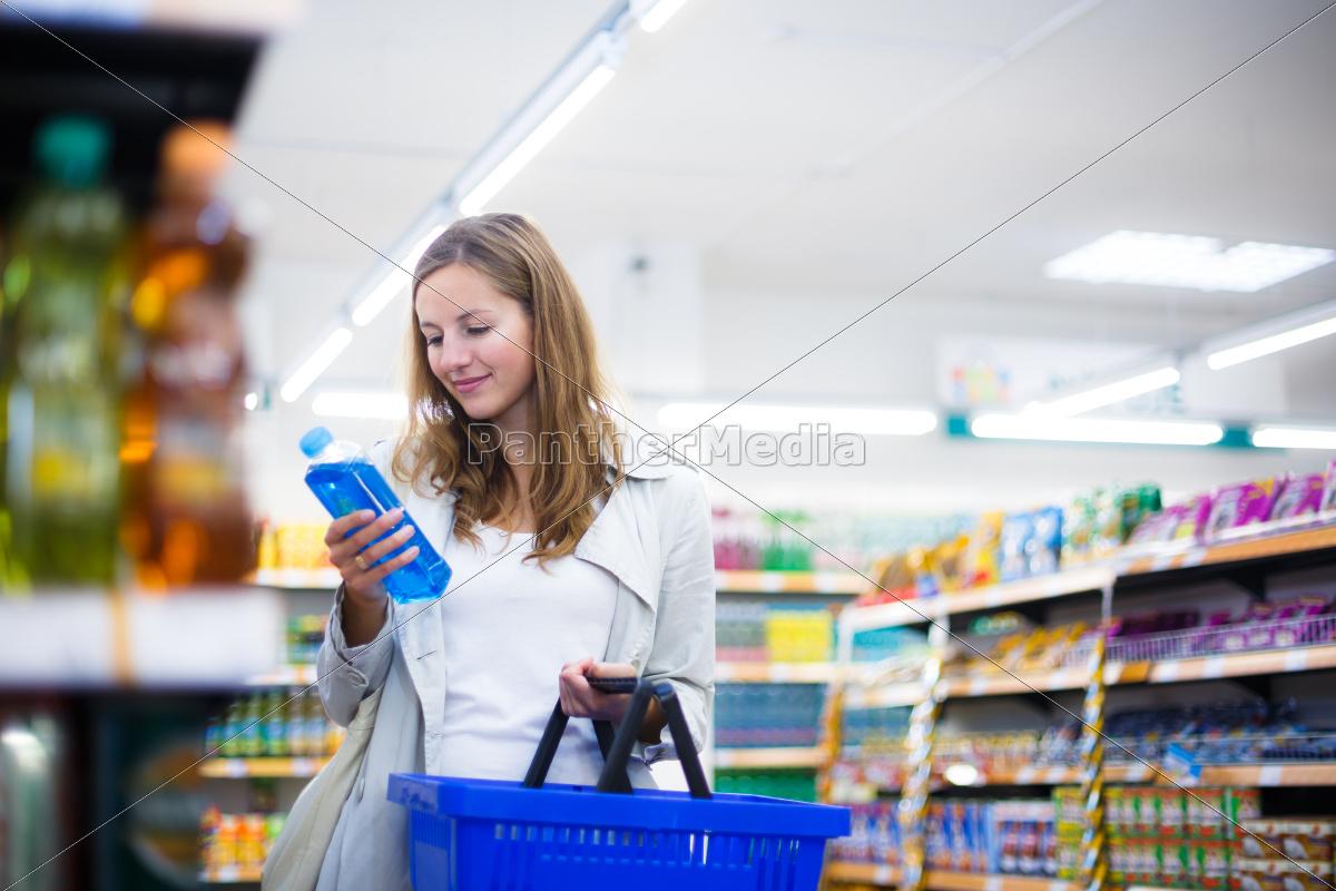 piękna, młoda, kobieta, zakupy, w, sklepie - 10150167