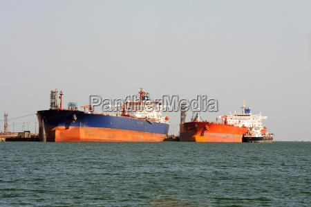 przemyslowo zbiornik port towarowego zaladowany opakowania