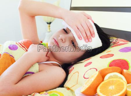 chorych mloda dziewczyna w lozku