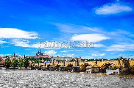 widok na most karola i zamek