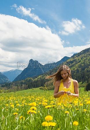 kobieta womane baba kwiat kwiatek kwiaty