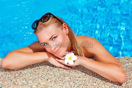 kobieta korzystajacych z wakacji