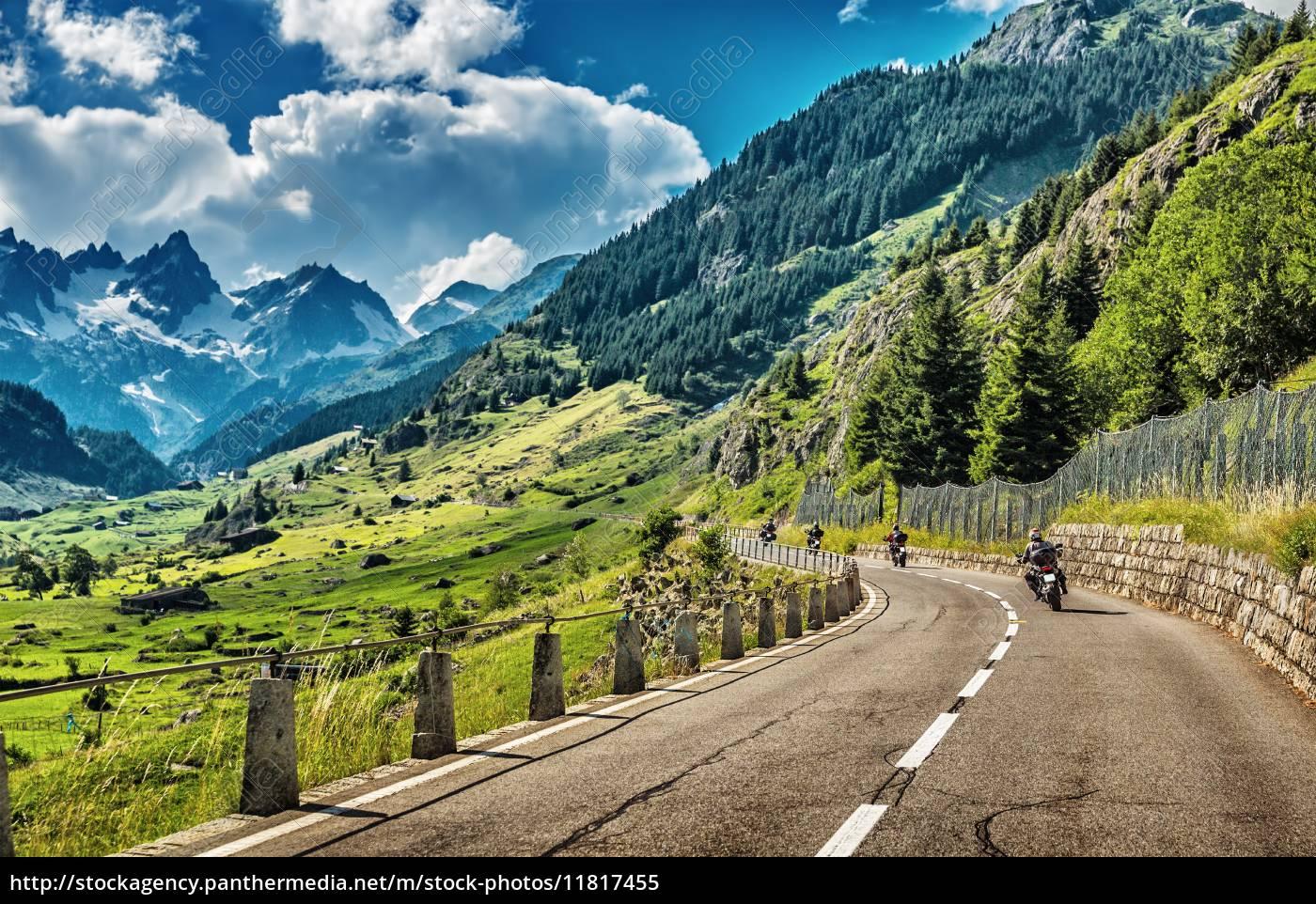 grupa, rowerzystów, zwiedzania, alpy, europejskich - 11817455