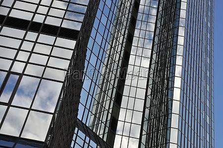 przeszklona fasada we frankfurcie