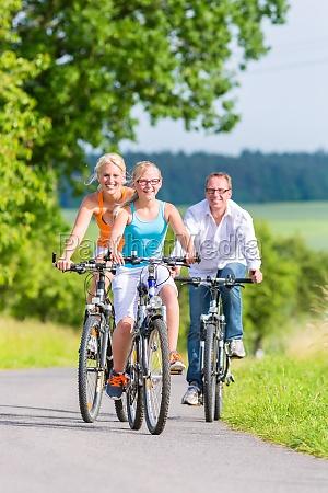 wspolna przejazdzka weekendowa wycieczka rowerowa