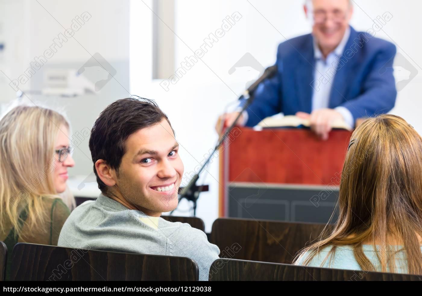 studenci, w, sali, wykładowej, uniwersytetu - 12129038