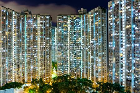 kompaktowa zycie w hongkongu w nocy