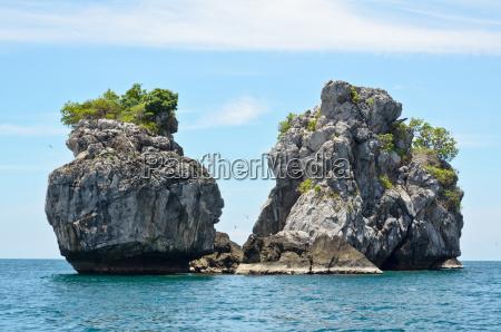 mala wyspa na morzu do nurkowania