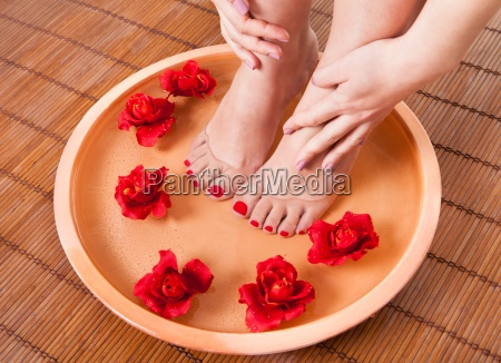 kobieta nogi pierwsze aroma therapy
