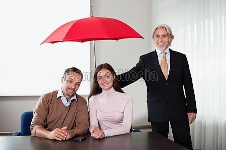 srodek zapewnienie ubezpieczenia dla mlodej pary