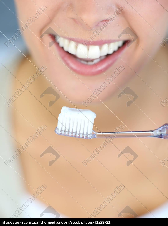 zbliżenie, na, kobiety, zębaty, uśmiech, jej - 12528732