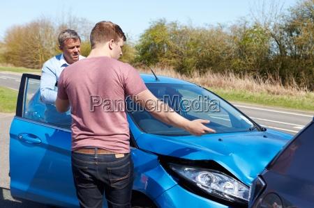 ruch drogowy transport krzyz samochod automobil