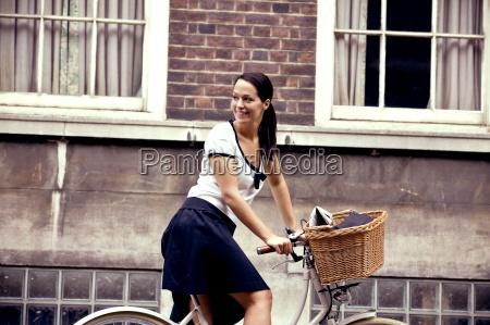 kobieta womane baba gazeta tageblatt smiech