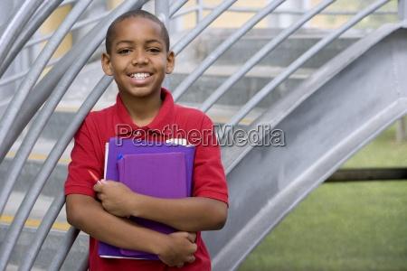 chlopiec 10 12 z podrecznikow szkolnych