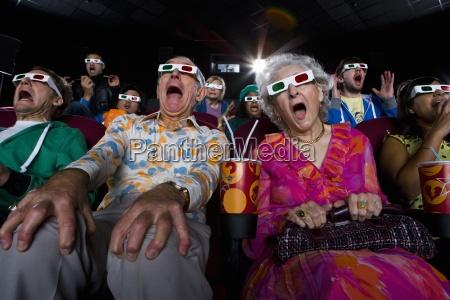 publicznosc film w okularach 3d robiac
