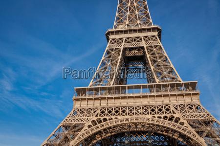 wieza eiffla w paryzu zabytkow przeciw