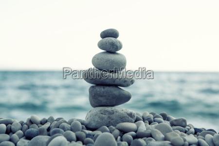 stos kamieni na plazy