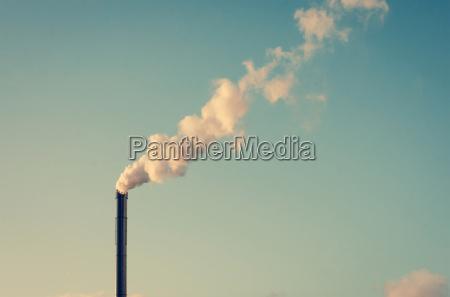 fabryka z komina palenia