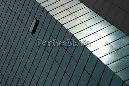 szklo kubek kielich fasada podluzne naslonecznione