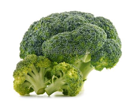 swieze brokuly organicznych wyizolowanych na bialym