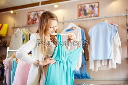 shopaholic z sukienke
