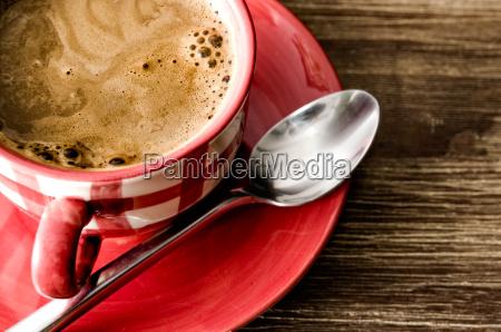 szczegolowo kawy w czerwony kubek na