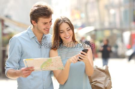 telefon jazda podrozowanie turysta wycieczka turystka