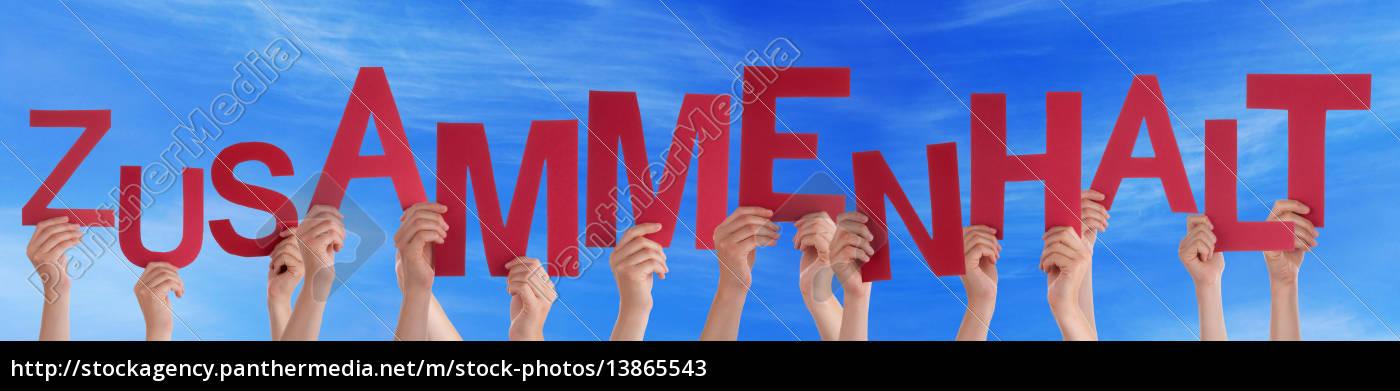 ludzie, trzymający, niemieckiego, słowo, zusammenhalt, znaczy - 13865543