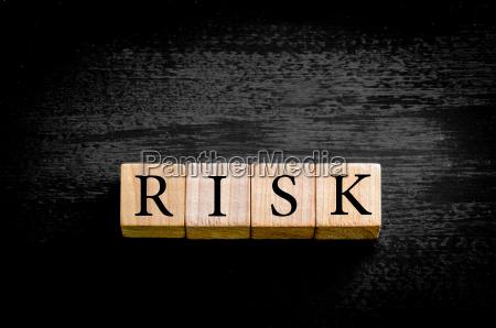niebezpieczenstwo zagrozenia strategia zwolniony model wschodzacych