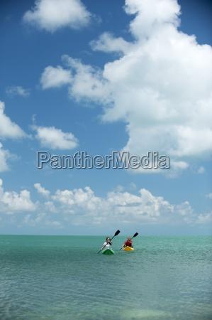 mezczyzna i kobieta kajak na florydzie