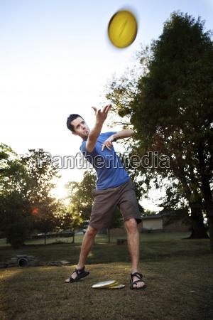 czlowiek sprawia ze przodka dysk gra