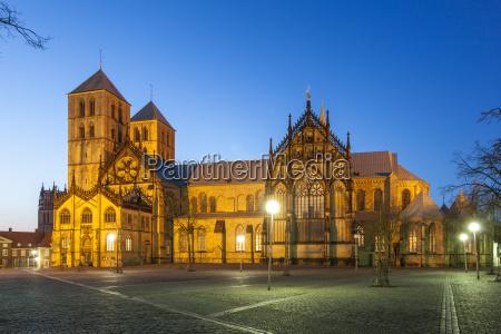 katedra Swietego pawla w munster oswietlone
