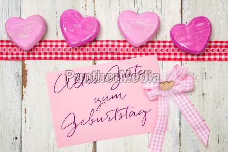 rozowa karta z napisem happy birthday
