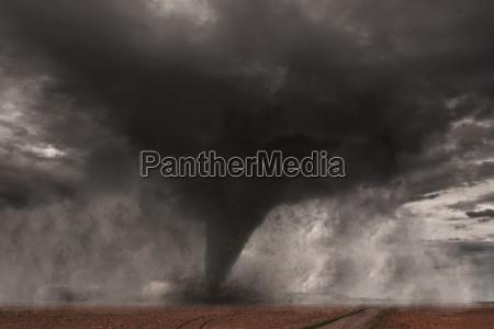 duzy tornado katastrofy