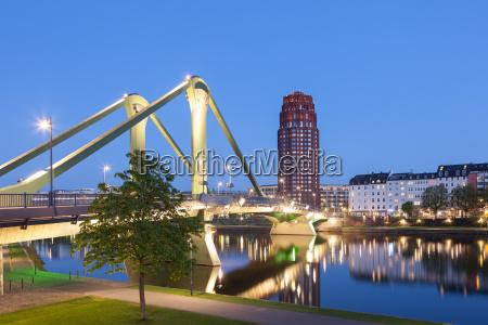 the old floesser bridge illuminated at