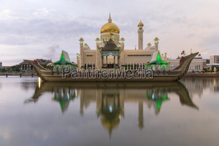 meczet sultana omara ali saifuddien w